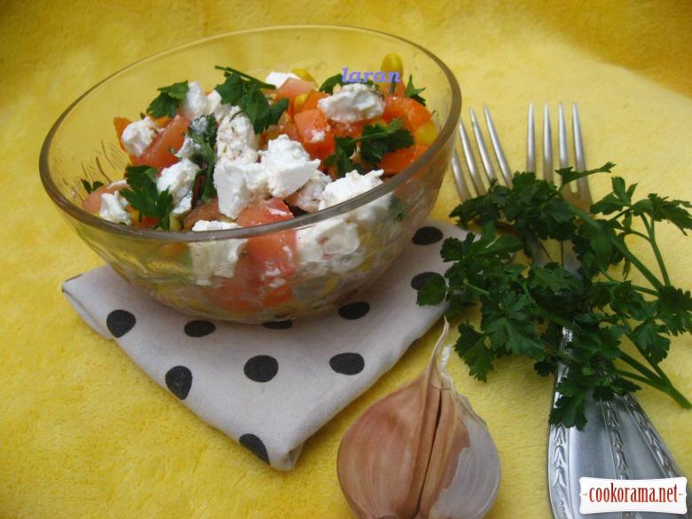 Салат з фетою та кукурудзою