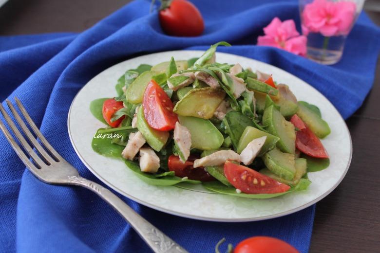 Теплий салат з кабачками та курятиною