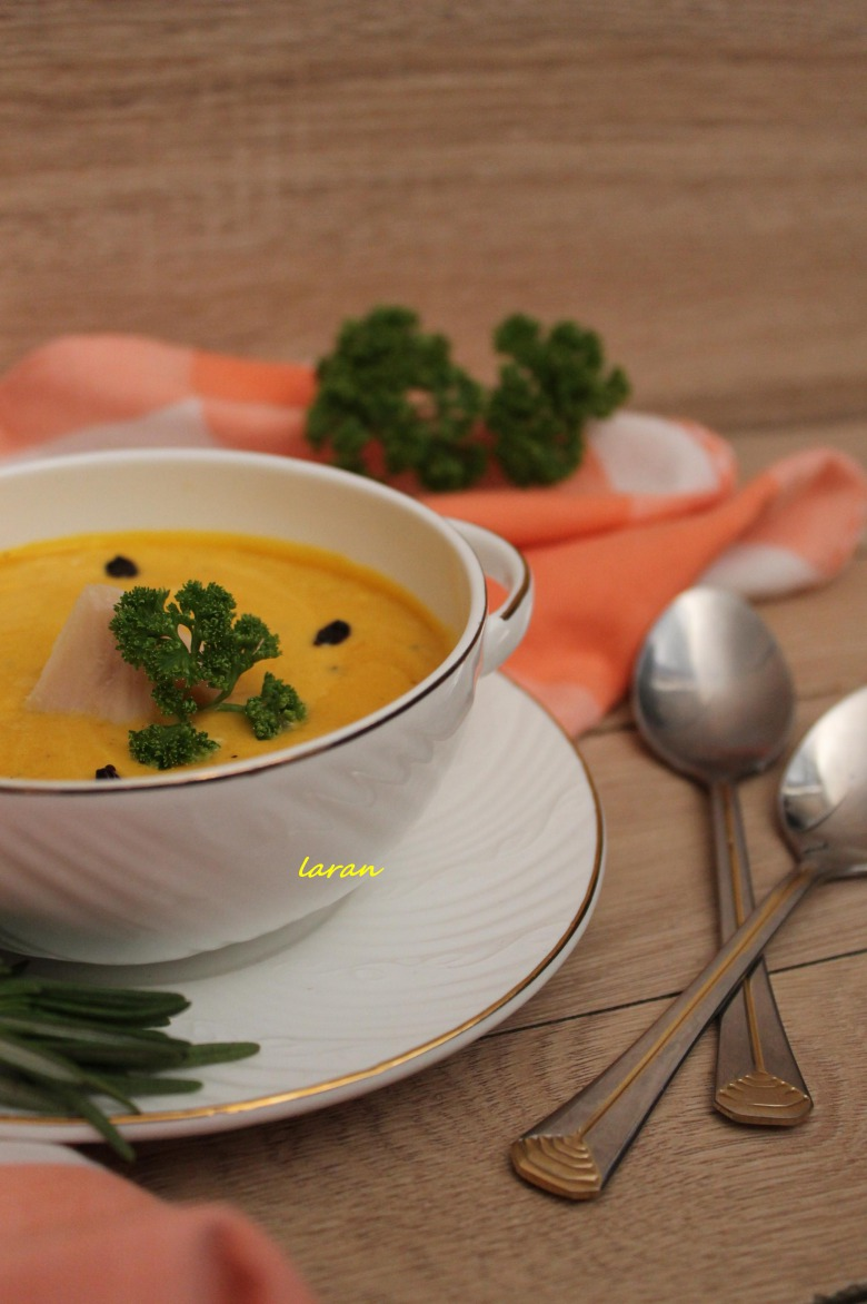Pumpkin cream-soup with barberry
