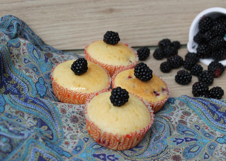 Muffins with blackberries
