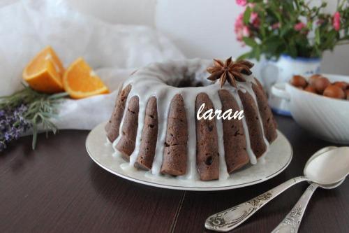 Шоколадный кекс с апельсиновым привкусом и лесными орехами