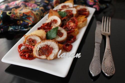 Курячий рулет з начинкою із в'ялених помідор