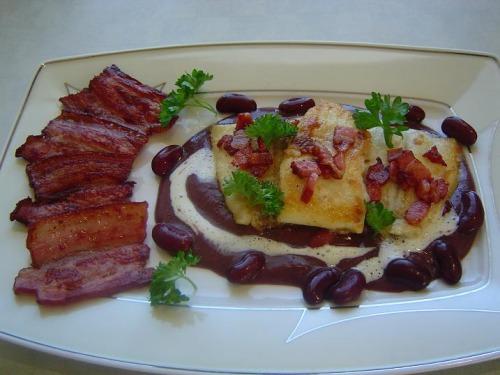 Бекон,чеснок и красная фасоль.....с рыбой соль