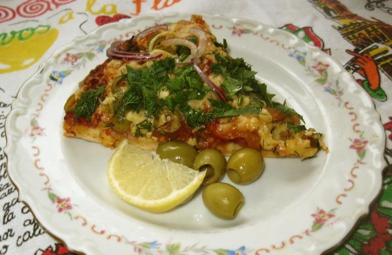 Пицца с маринованным мясом