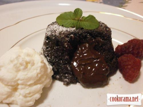 Маффины из черного шоколада с кремообразной серединкой