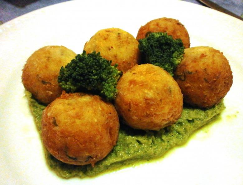 Рыбные шарики с соусом из брокколи