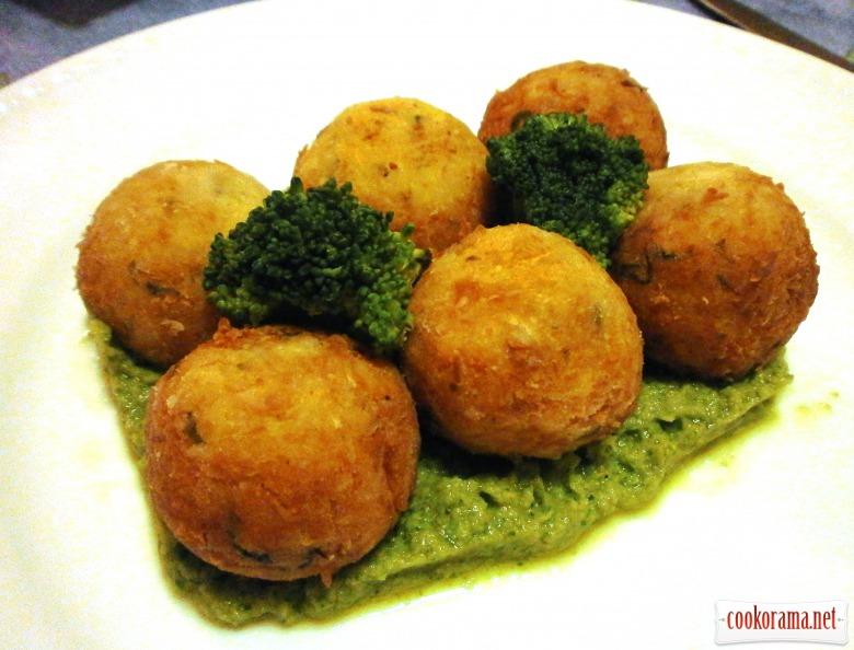 Рибні кульки з соусом із броколі