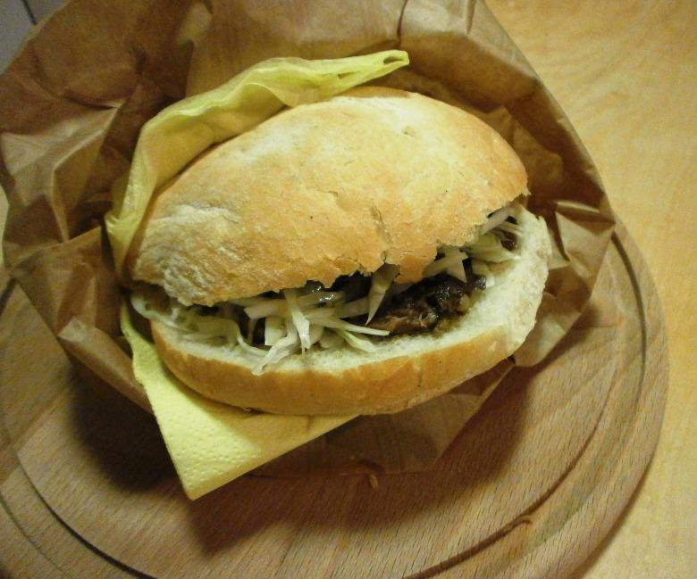 Краутібургер (німецький бургер з м'ясом та капустою), ароматизований тмином