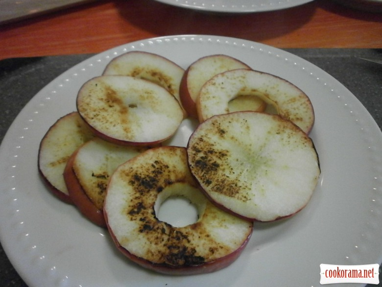 карамелізувати яблука