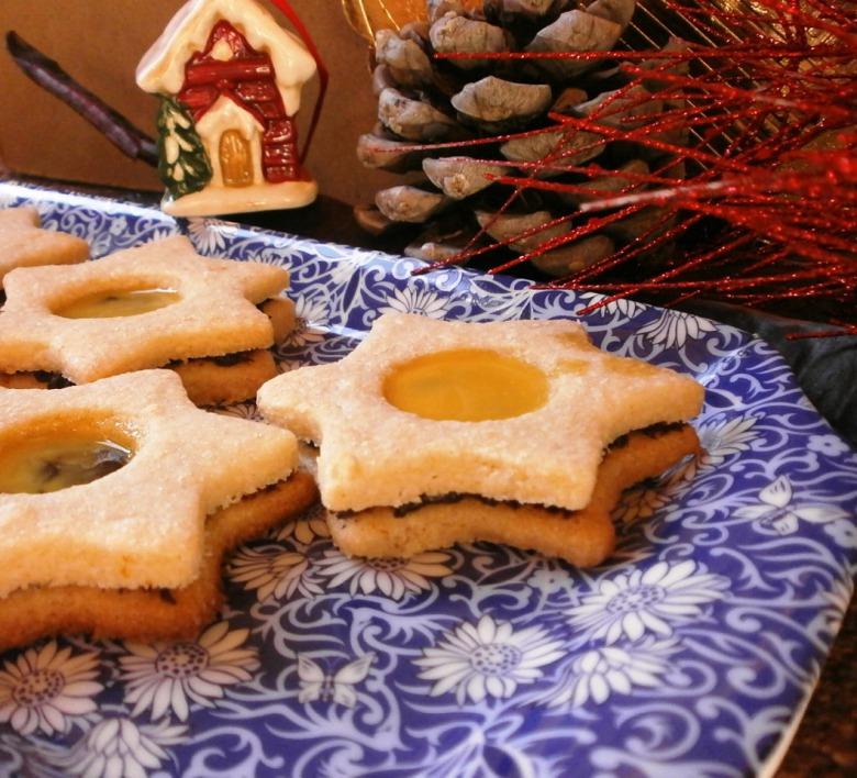 """Печиво """"Новорічна зірка"""" з шоколадно кавовим наповнювачем та лікером."""