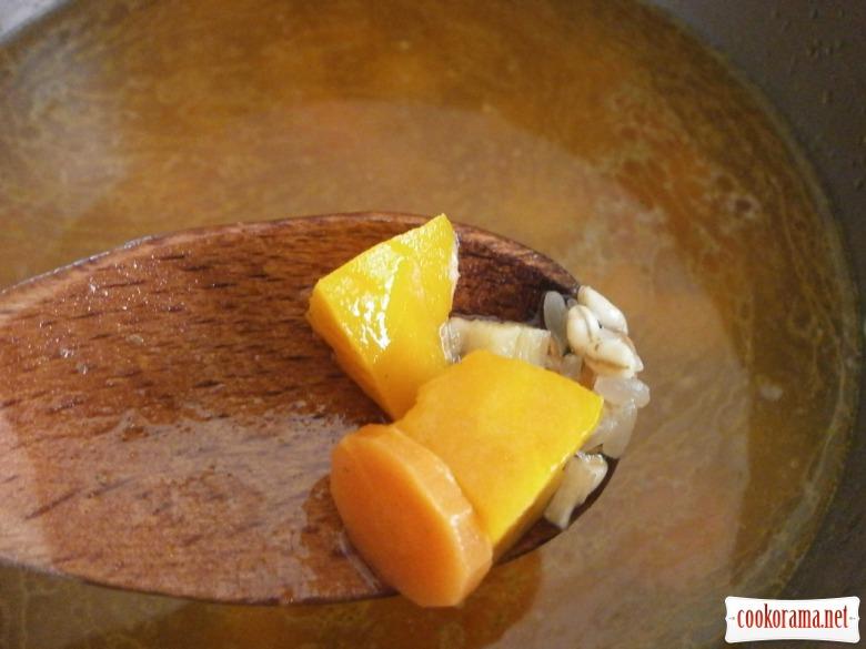 варити крупу додати овочі