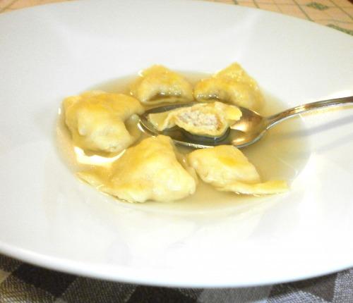 Тортеліні з начинкою з петушиної грудки в ароматному бульоні