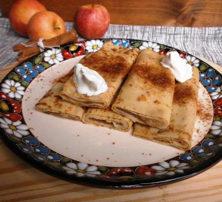 """Іспанські млинці """" Фресуелос"""" з начинкою з яблучного пюре по ірландському  старовинному рецепту"""