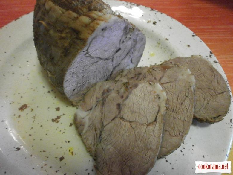 нарізати на шматки м*ясо
