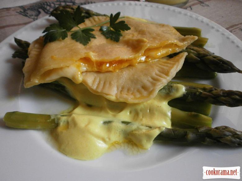 приготувати равіоль з сиром і жовтком