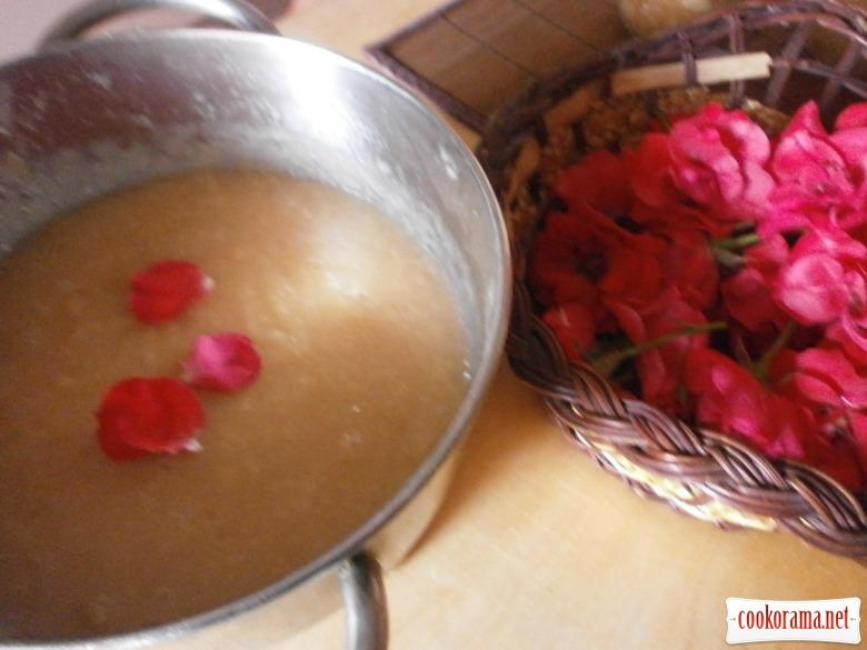 персики пелюстки троянд