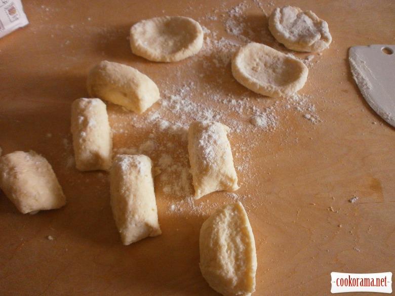 приготувати тісто для кнедлів