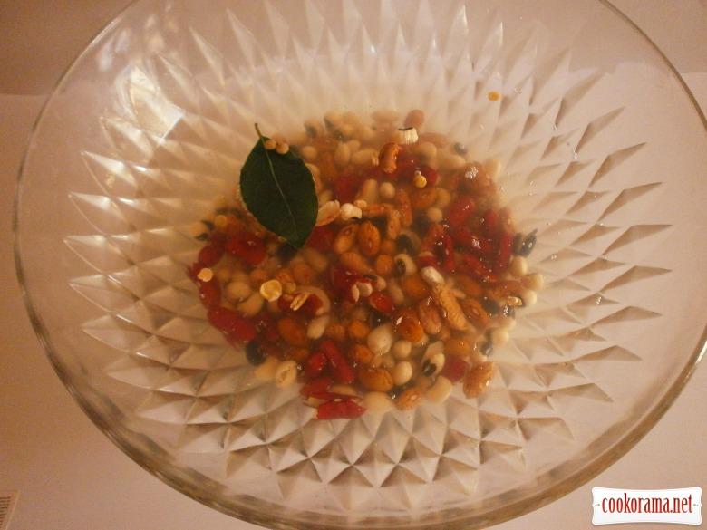 Суп з бобових з мисливськими ковбасками