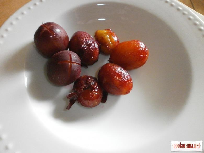 Картопляно - сирні кнедлики зі сливами