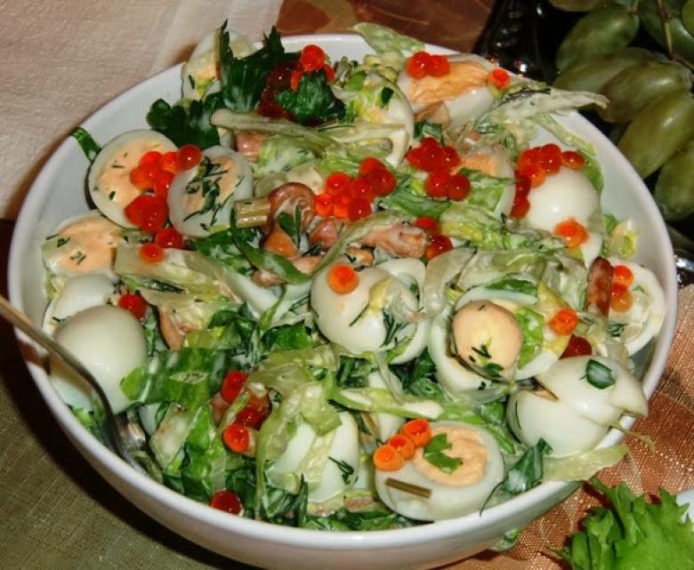 Салат с перепелиными яйцами и икрой