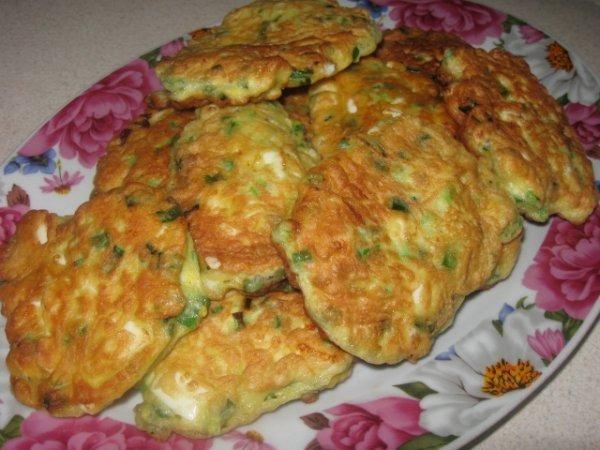 Оладки із варених яєць та зеленої цибулі