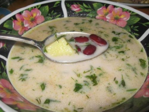Фасолевий суп із сиром