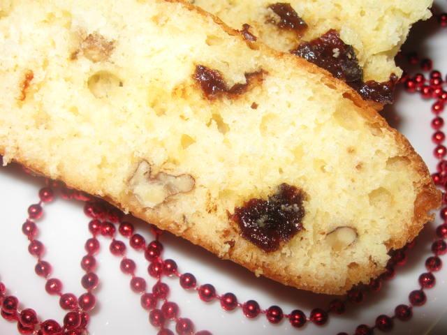 Медовий пиріг з чорносливом і горіхами