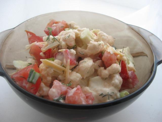 Салат із цвітної капусти під сметанним соусом