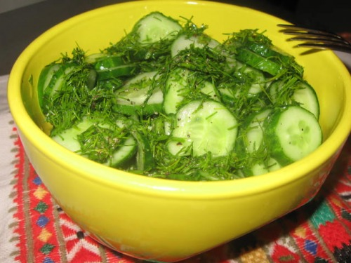 Огірковий салат з медовою заправкою