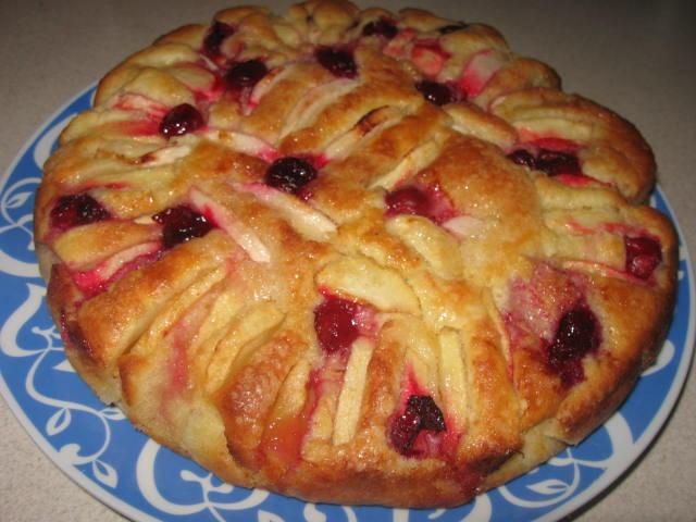 Яблучно-медовий пиріг