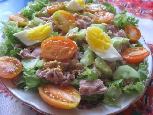 Овочевий салат із тунцем