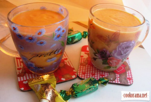 Drink from mint and pumpkin with milk