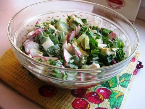 Салат з черемші та редиски