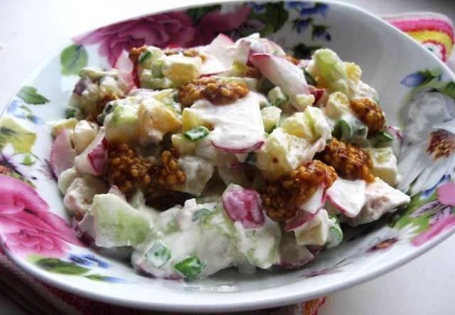 Salad with potatoes, chicken and radish