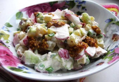 Salad with potatoes, chicken and radish
