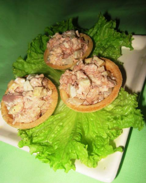 Салат із тунця в тарталетках