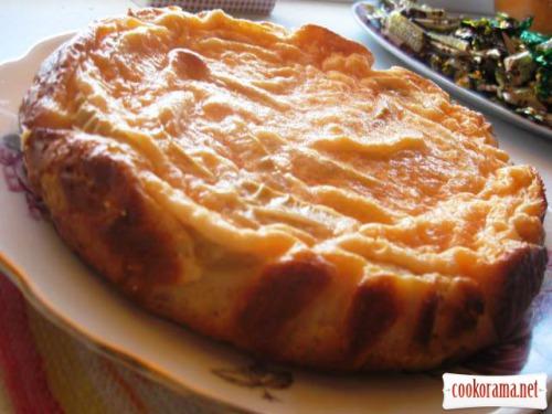 Пиріг яблучний з кремовою заливкою