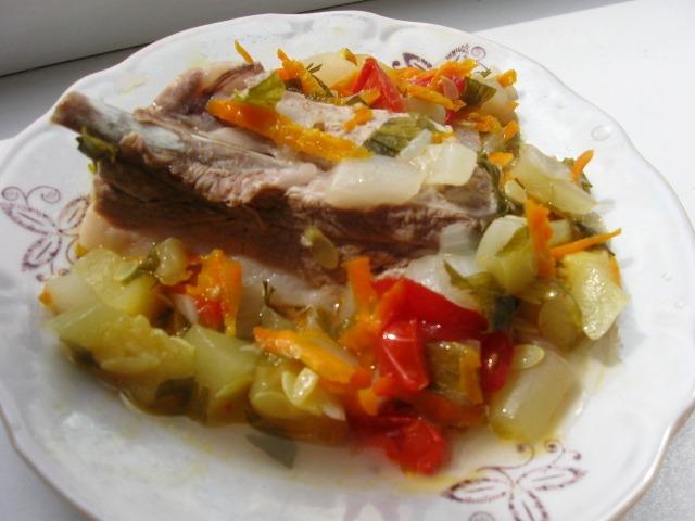 Тушковані реберця з овочами
