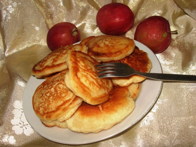 Оладьи с яблоками на молоке