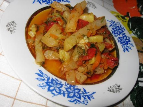 Кольрабі, тушкована з овочами