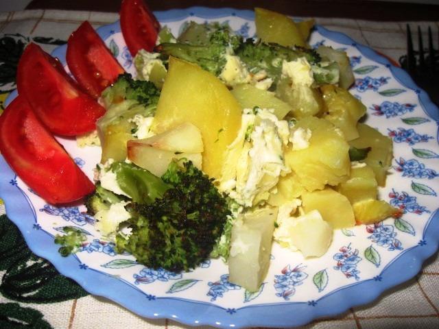 Картофель запеченный с брокколи