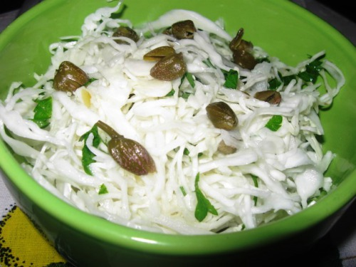 Капустяний салат із каперсами
