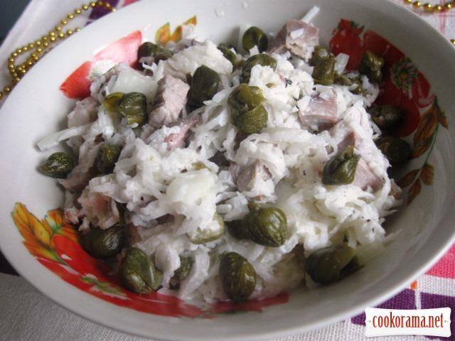 Мясной салат с дайконом и каперсами