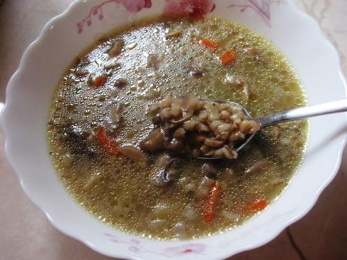 Суп із перловкою та грибами