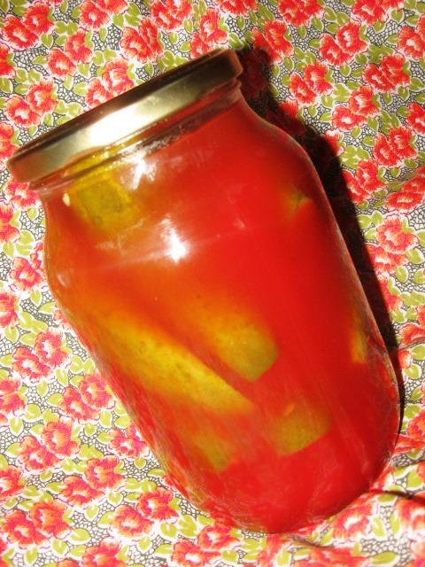 Огірки в томатному маринаді