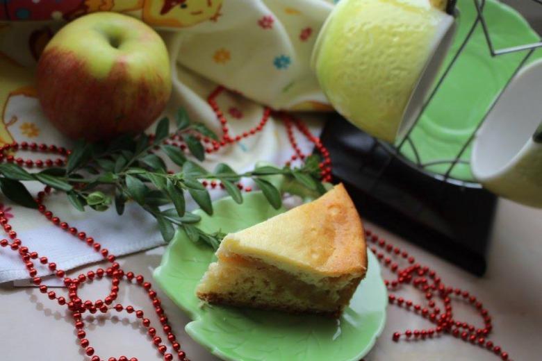 Сирний пиріг з яблучною начинкою