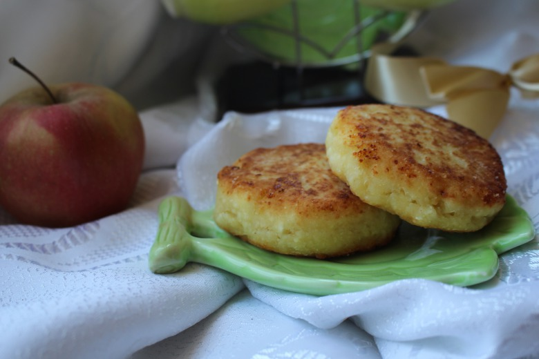 Сирнички з яблуками