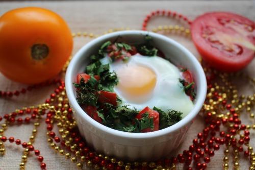 Сніданок з фети та помідорів
