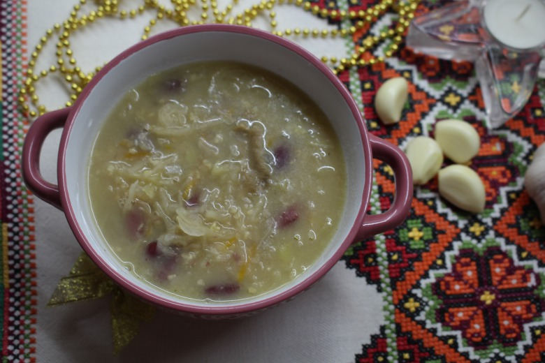 Капусняк або капуста з квасолею та грибами