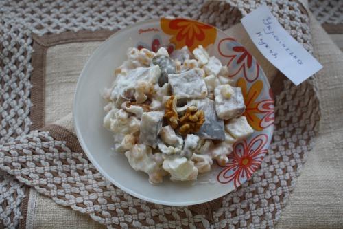 Салат з оселедця та  кукурудзи